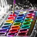 Farbkasten mit Pinsel
