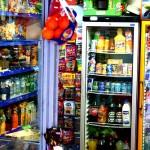Gefüllte Regale im Supermarkt
